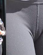 J. L. seduce chiar şi în pantaloni