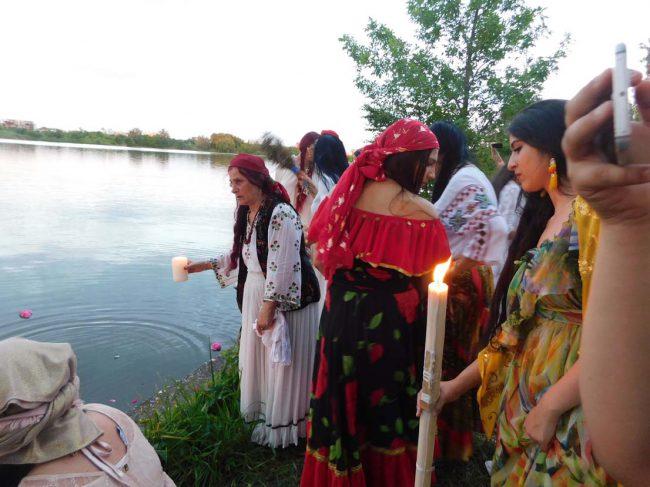 vrajitoarea Elena Minodora in ritual la balta 5v