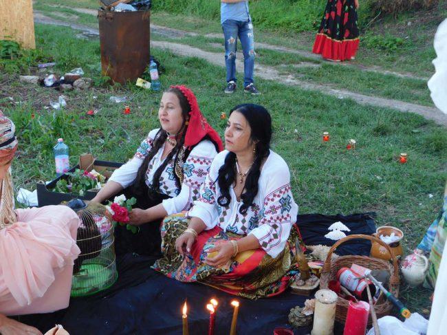 vrajitoarea Sofia si vrajitoarea Somna Valentin in ritual la balta