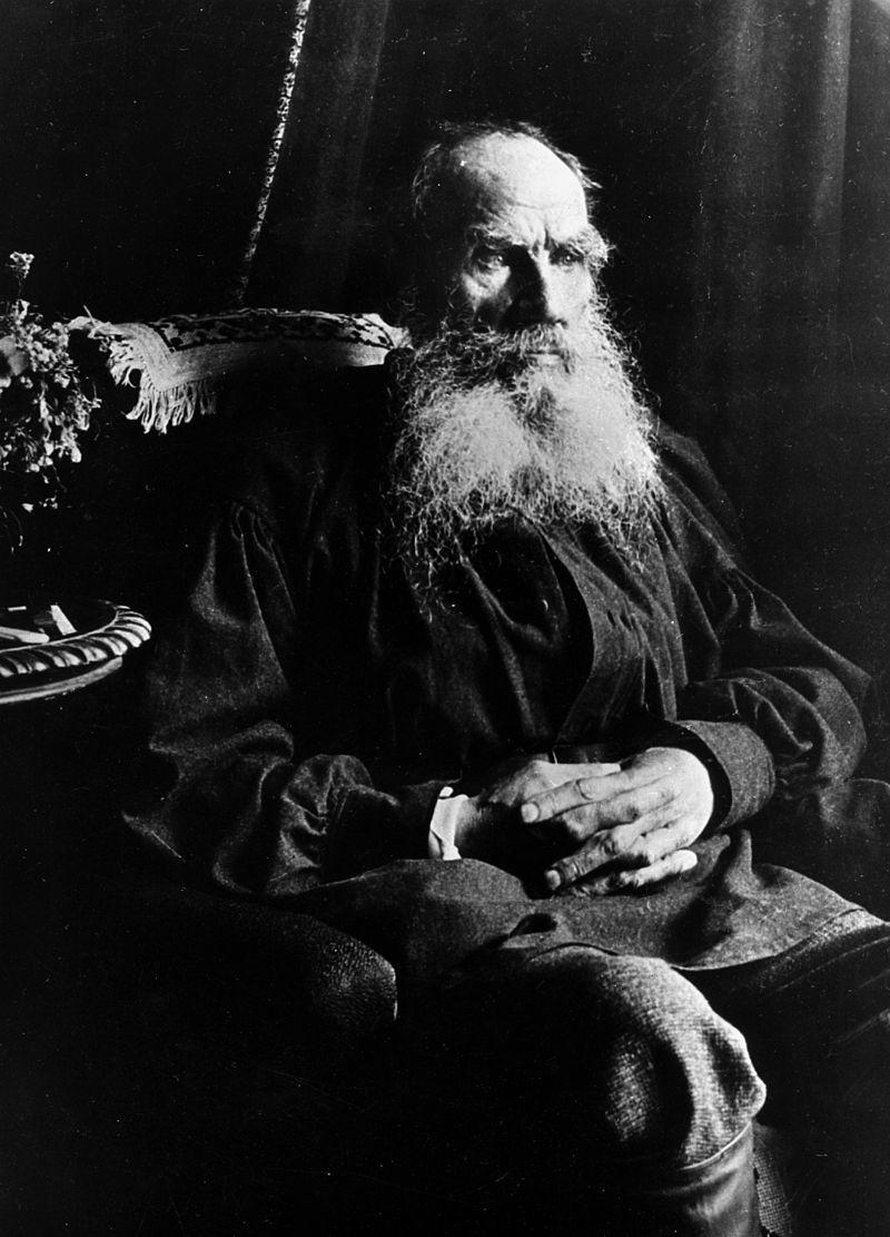 Leo Tolstoy în 1910, Wikipedia.