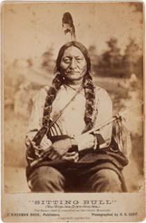 Sitting Bull în 1881. Autor foto Orlando Scott Goff, Bismarck, Dakota Territory, Wikipedia.