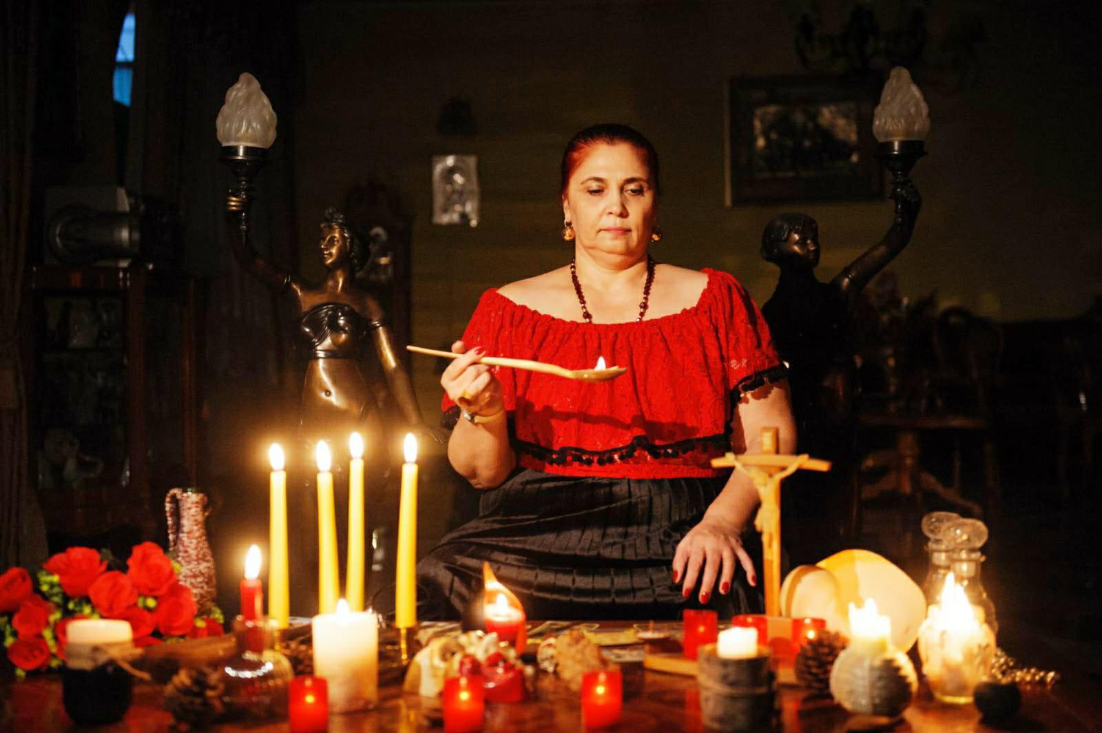 Interviu în exclusivitate cu vrăjitoarea Aurelia Ardeleanca