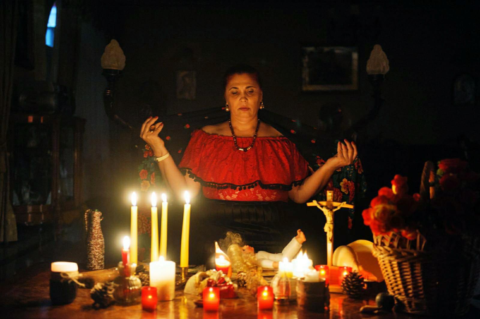 Vrăjitoarea Aurelia Ardeleanca a primit mulțumiri din America
