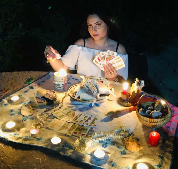 Mulţumiri din Anglia adresate recent vrăjitoarei Cristina
