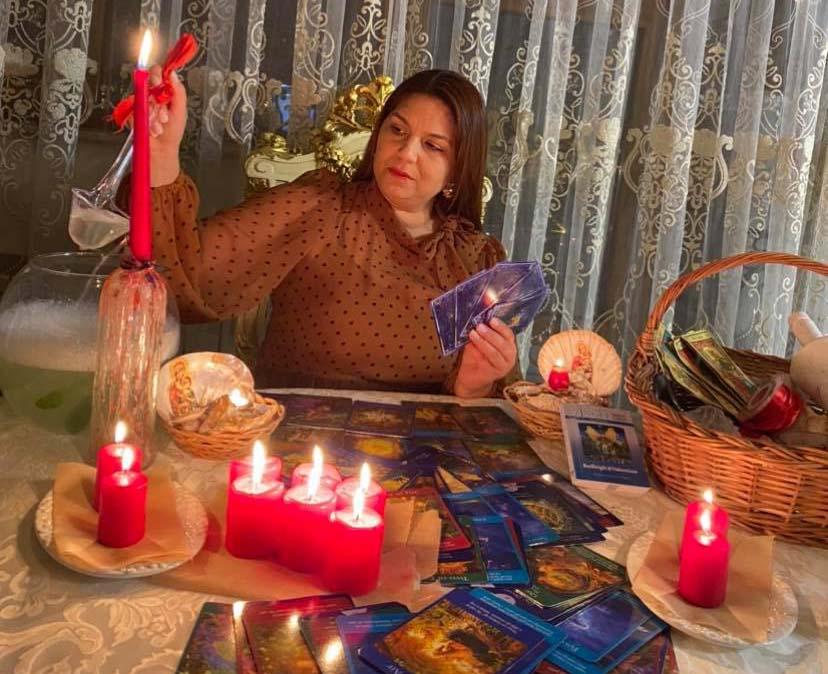 Vrăjitoarea și prezicătoarea Maria vă ajută